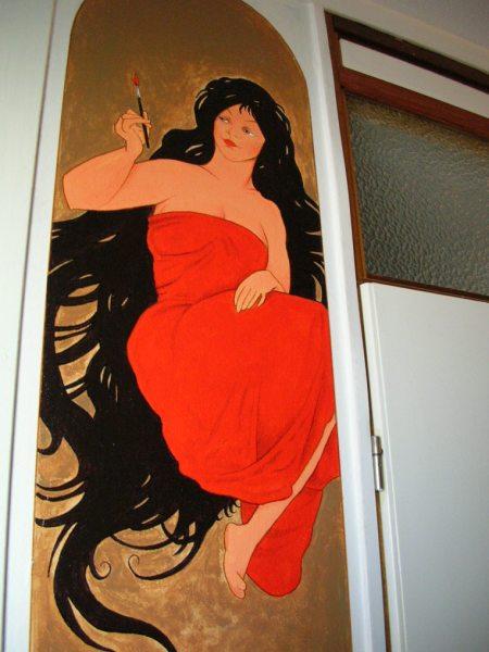 Wandschildering met Mucha motief